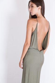 Cette robe longue dos nu et fluide Karma Koma vous donnera le look bohème et…