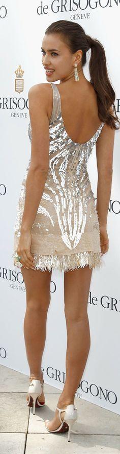 Irina Shayk #minivestidos ----------------------------------------------- http://www.vestidosonline.com.br/modelos-de-vestidos/mini-vestidos-minivestidos