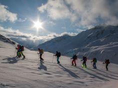 Aufstieg in den ersten Sonnenstrahlen Mount Everest, Mountains, Nature, Travel, Sun Rays, Explore, Naturaleza, Viajes, Trips