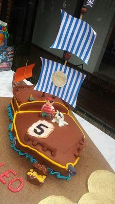 Pirate ship Fondant cake