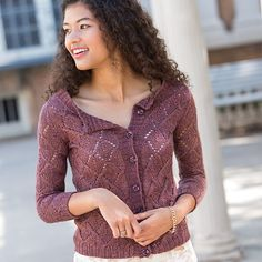 The Darl cardigan knitting pattern is perfect for summer. Knitting Books, Knitting Stitches, Knitting Patterns, Crochet Cardigan Pattern, Knit Or Crochet, Summer Knitting, Vintage Lace, Clothing Patterns, Hands