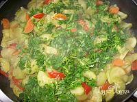 Mancare de dovlecei - Retetele utilizatorilor LaLena.ro Seaweed Salad, Meat, Chicken, Ethnic Recipes, Food, Beef, Meal, Essen, Hoods