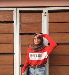 Selfie girl hijab Casual Hijab Outfit, Ootd Hijab, 90s Outfit, Hijab Chic, Girl Hijab, Urban Fashion, 90s Fashion, Fashion Outfits, Womens Fashion