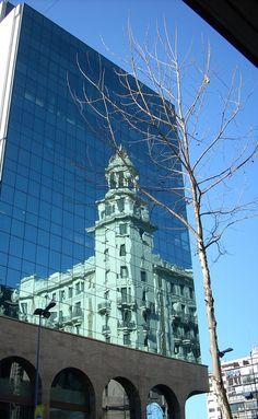Sede Banco Santander, reflejo del edifico London-Paris, Montevideo