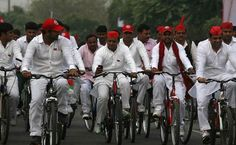 Samajwadi Party Cycle Dispute: Election Commission To Decide Between Mulayam, Akhilesh Today