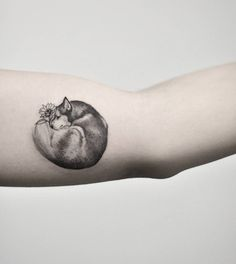 50 Of The Most Beautiful Wolf Tattoo Designs The Internet Has Ever Seen - It's no secret, we love tattoos - Funny Tattoos, Cute Tattoos, Beautiful Tattoos, Body Art Tattoos, Husky Tattoo, Small Wolf Tattoo, Small Hand Tattoos, Small Animal Tattoos, Tiny Tattoo