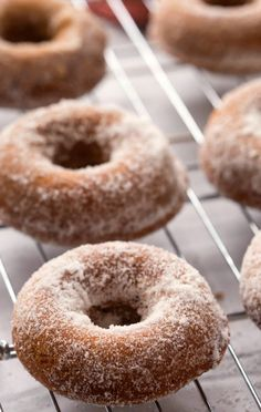 Gingerbread Baked Donuts are an easy Christmas or winter-time breakfast recipe! These donuts are a healthier way to enjoy cake for breakfast. Breakfast Cake, Breakfast Recipes, Dessert Recipes, Breakfast Items, Easy Desserts, Donut Recipes, Baking Recipes, Yummy Recipes, Vegan Recipes