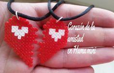 Colgante corazón de la amistad - San Valentin hecho en Hama Beads mini #hamabeads #perlerbeads