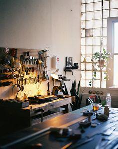 Shop Organisation, Studio Organization, Workshop Studio, Garage Workshop, Workspace Inspiration, Home Decor Inspiration, Home Studio, Leather Workshop, Space Interiors