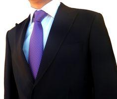 Corbata morada de lunares http://comprarcorbata.com/corbatas/estampadas/corbata-morada-de-lunares-blancos.html