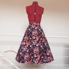 No to wracam do szycia. Oto dół dwuczęściowego kompletu. EN: Sewing again! Here's the bottom of a two-piece set. #sewing #szycie #wroclawszyje #circleskirt #blouse #1950s #cotton #składbławatny #skladblawatny #burdavintage #beyermode #vintagesewing