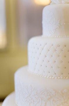 Bolo de casamento clássico com perolas prateadas  | Classic wedding cakes with pearls in silver