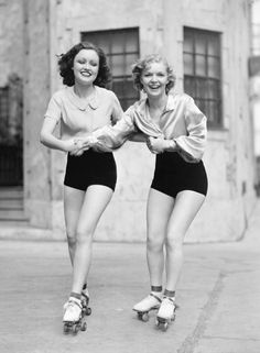 pin-up vintage roller skating Vintage Abbildungen, Mode Vintage, Vintage Beauty, Vintage Glamour, Vintage Fashion, Vintage Girls, Vintage Style, Vintage Friends, Vintage Woman