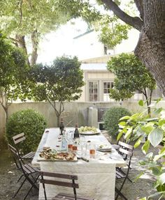 Dining al fresco - inspiration, images of outdoor dining Outdoor Rooms, Outdoor Dining, Dining Area, Outdoor Gardens, Outdoor Furniture Sets, Outdoor Decor, Dining Table, Outdoor Seating, Patio Table