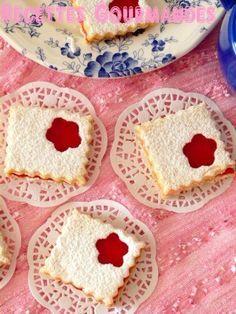 J'adore préparer ses petits sablés fondants et c'est mes préférés et surtout préférés des enfants . Ingrédients - 250 g de margarine ou beurre - 100 g de sucre glace - 100 de maizena - 1 oeuf - 1 cuillère à café rasé de levure chimique - vanille - Farine...