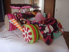 Homemade Sugar Rush Race Car Vanellope Von Schweetz Wreck It Ralph Candy Land, Vanellope Cosplay, Disney Pixar, Disney Films, Disney Art, Vanellope Y Ralph, Cardboard Car, Vanellope Von Schweetz, Prop Making