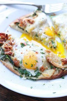 Bacon, Apple and Swiss Breakfast Pizza - super yummy breakfast or dinner pizza | littlebroken.com @littlebroken