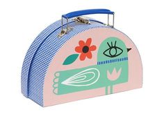 Valisette Développée par Petit Monkey.Ce jolie petite valise en demi lune est imprimée d'un côté avec une maisonnette, et de l'autre unoiseau.Une jolie décoration pour une chambre d'enfant, qui permettra aussi de ranger des petits jouets.