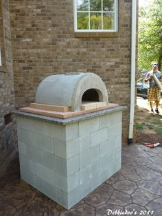 DIY Outdoor pizza oven!  - for summer when it's too hot to heat up the kitchen for dinner.