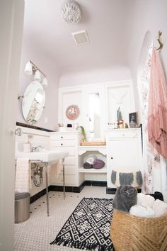 DIY Beauty Oasis Bathroom Makeover | The full room, post-makeover