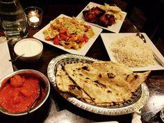 Curry, sałatki, placki indyjskie, ryż - skomponujcie bardzo smakowity posiłek z tych i innych specjałów z naszego menu: http://www.namasteindia.pl/menu/ Zdjęcie opublikowane przez Angel na Foursquare.com