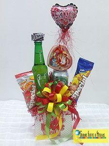 Resultado de imagen para cotillones de chucheria Cute Presents, Candy Bouquet, Ideas Para Fiestas, Valentine Gifts, Party Time, Mickey Mouse, Birthdays, Happy Birthday, Christmas Ornaments
