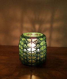 try doing these for wine bottle/Xmas lights to make them pretty during day? Quick Crochet, Crochet Wool, Crochet Gifts, Cute Crochet, Jam Jar Crafts, Crochet Jar Covers, Crochet Decoration, Crochet Kitchen, Crochet For Beginners