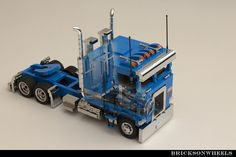 It has been a while since I build a 1:22 scaled truck in Lego, and it has been even longer since I build a classic American cabover truck.  The Kenworth is ...