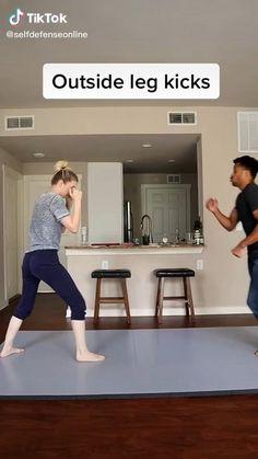 Fight Techniques, Martial Arts Techniques, Self Defense Techniques, Survival Life Hacks, Survival Tips, Survival Skills, Self Defense Moves, Self Defense Martial Arts, Martial Arts Workout
