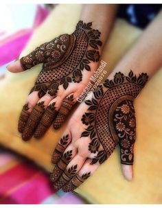 Best 11 Mehndi henna designs are always searchable by Pakistani women and girls. Women, girls and also kids apply henna on their hands, feet and also on neck to look more gorgeous and traditional. Henna Hand Designs, Mehndi Designs Finger, Floral Henna Designs, Latest Bridal Mehndi Designs, Modern Mehndi Designs, Mehndi Designs For Girls, Mehndi Designs For Fingers, Wedding Mehndi Designs, Beautiful Mehndi Design