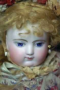Huret presented by Beautiful Bebes Antique Dolls. #dollshopsunited #Huret