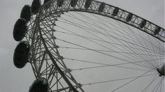 Os cabos da London Eye, a roda-gigante de Londres, Grã-Bretanha, na foto de Carlos Alberto Diniz.