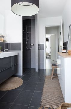 Remodel bathroom under 700 €! Upcycling Ideas & Furnishing Tips - Upcycled Home Decor Decorating On A Budget, Interior Decorating, Upcycled Home Decor, Home Decor Hacks, Interior Design Tips, Hygge, Kitchen Cabinets, Remodel Bathroom, Furniture