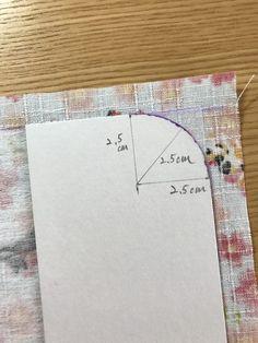 カード入れ付き!可愛い「通帳ケース」の作り方 | ココポップハンドメイド Diy And Crafts, Triangle, Notebook, Cover, How To Make, Iphone, Note Cards, Japanese Language, Notebooks