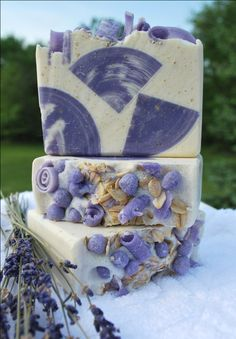 I just love the gorgeousness of this soap! People love to give pretty soap - this looks like wedding favor soap - imagine that? Would be cool, with the bride and grooms initials on it? Savon Soap, Do It Yourself Wedding, Lavender Soap, Bath Soap, Goat Milk Soap, Cold Process Soap, Soap Recipes, Home Made Soap, Handmade Soaps