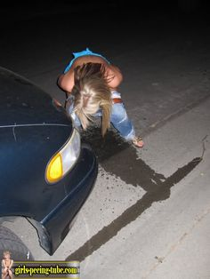amateur teen girl peeing herself