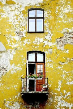 Chartreuse in architecture #distressed #color