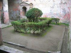 pompei courtyard