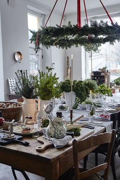 Over-the-Top Decorating Ideas for the Hardcore Holiday Enthusiast — Minimalist/Maximalist