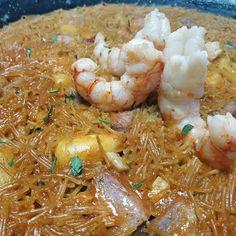 """Dieta sana con nutricionistas en Instagram: """"🥘PLATAZO DE FIDEUÁ🥘 ¿Una nueva idea de un plato variado, rico y saludable? 🤔Te traemos uno de nuestros platos favoritos de nuestras…"""" Shrimp, Meat, Instagram, Food, Dishes, Recipes, Macaroons, Clean Diet, Healthy"""