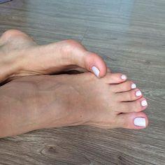 Bom dia 🌞😃☀️ um ótimo domingo !! Maré de azar kkk pés machucados e mãos com unhas quebradas 😣 assim q melhorar posto foto nova !!! #pe #pezinhosdedinhos #pé #pez #pezinho #pezinhos #pezinho30000 #pezinhoslindos #foot #feet #feet👣 #feetlove #feetbrazil #feetstagram #pies