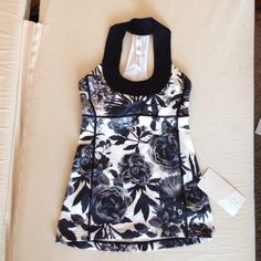 NWT Lululemon Scoop Neck Tank Brisk Bloom size 4 NWT! RARE hard-to-find, sold out print. Super cute! Slots for cups - I can include cups of you ask. Happy poshing! lululemon athletica Tops Tank Tops