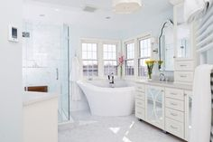 Happy New Year! Check out our list of the top ten design trends for 2017. Pop of Color Beautiful Backsplashes Quartz Countertops Unique Front Doors Sun Lit Spaces Stylish Laundry Areas Organized Storage Wallpaper Barn Doors Freestanding Tubs
