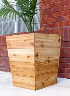 1600 wood plans - How to build a modern, tapered cedar planter - free plans and tutorial Woodworking Drawings - Get A Lifetime Of Project Ideas and Inspiration! Planter Box Plans, Cedar Planter Box, Wood Planter Box, Planter Ideas, Building Planter Boxes, Raised Planter, Diy Wooden Planters, Wooden Diy, Diy Planters Outdoor
