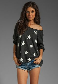 LOVE this off the shoulder stars sweatshirt
