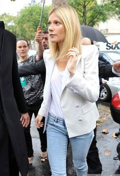 looking good - 2020 Fashions Womens and Man's Trends 2020 Jewelry trends Gwyneth Paltrow, Look Casual Otoño, Photo Star, Colored Hair Tips, Fade Styles, Fashion Corner, Warm Weather Outfits, Beauty Shots, Celebs