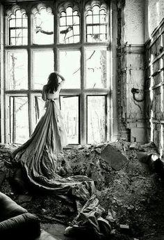 Urbex with model! Abandoned Buildings, Abandoned Places, Black White Photos, Black And White Photography, Urbane Fotografie, Retro Vintage, Portrait Photography, Fashion Photography, Conceptual Photography