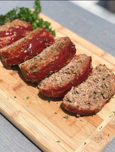 A juicy and moist keto meatloaf recipe. Your favorite classic style meatloaf made without the carbs. Low Carb Recipes, Beef Recipes, Cooking Recipes, Healthy Recipes, Mince Recipes, Recipes Dinner, Healthy Foods, Healthy Eating, Traditional Meatloaf Recipes