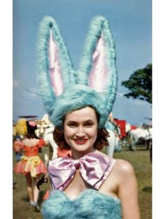 Circus Costumes from the 50s - Retro Halloween Costume ideas - vintage Halloween idea