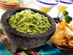 Celebrate the Big Game with Salsas and Dips Salsa Guacamole, Best Guacamole Recipe, Mashed Avocado, Ripe Avocado, Mexican Dishes, Mexican Food Recipes, Ethnic Recipes, Spanish Dishes, Yummy Appetizers